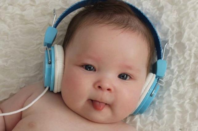 Cho trẻ sơ sinh nghe nhạc